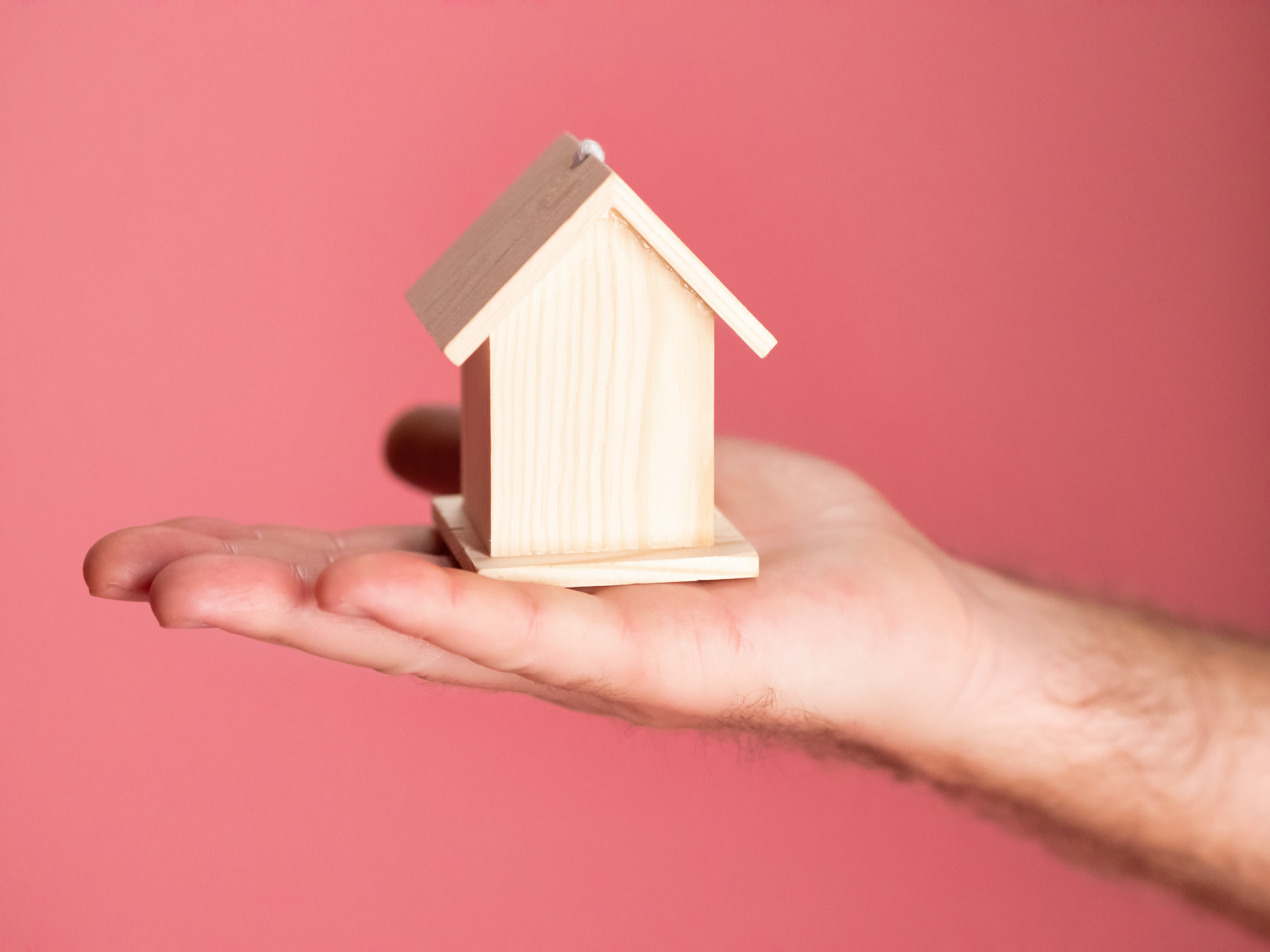 What is the Difference Between Real Estate Agents and Property Investors?